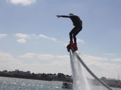 avec ou sans les bras, on essaie de se stabiliser en Flyboard