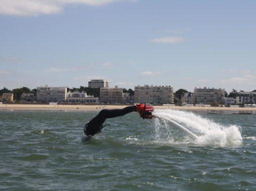 En l'air ou sous l'eau tout est possible en Flyboard